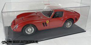 Ferrari 250 GTO 1962 (Rood) 1/18 Bburago + Showcase