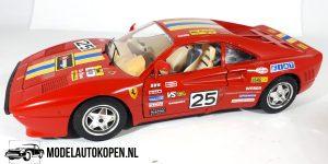 Ferrari GTO 1984 (Rood) 1/18 Bburago + Showcase