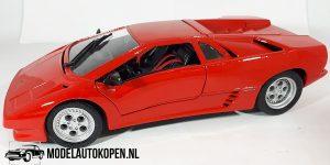 Lamborghini Diablo 1990 (Rood) (22cm) 1:18 Maisto + Showcase