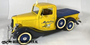 Ford Pick-Up Michelin (Geel) 1/18 Solido + Showcase