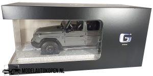Mercedes-Benz AMG G-Klasse (Grijs) (30 cm) 1/18 MiniChamps Mercedes AG Dealermodel