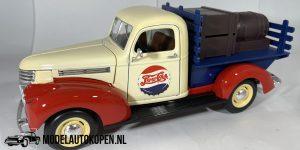 Chevrolet Pick-Up 1946 Pepsi-Cola (Rood/Wit/Blauw) 1/18 Solido + Showcase